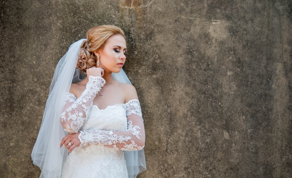 new-romantics-bridal-couture-Long-lace-sleeves-dresses