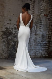 32-new-romantics-bridal.-off-white-fitted-wedding-dress-with-low-V-back