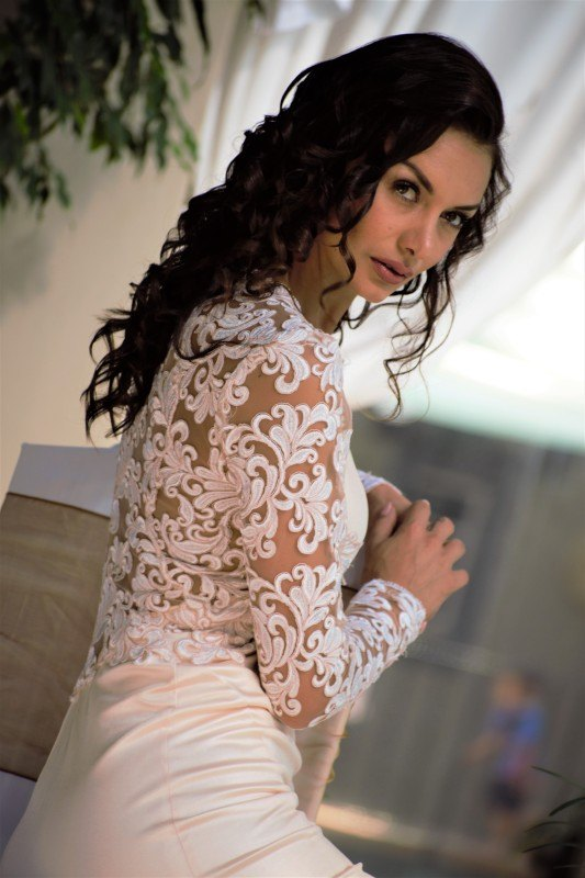 13-new-romantics-bridal-vintage-bridal-lace-back-and-long-sleeves-fitted-off-white-wedding-dress-_